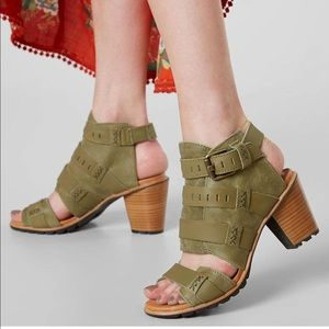 Sorel Nadia leather heeled sandal sz 8.5, worn 1x